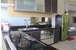 dapur yang nyaman, lengkap dan modern